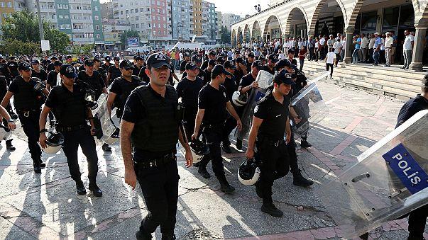Türkiye'de FETÖ soruşturmasında 12 bin 801 polis açığa alındı