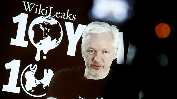 """Wikileaks, Assange annuncia: """"In arrivo nuovi documenti sulle elezioni Usa"""""""