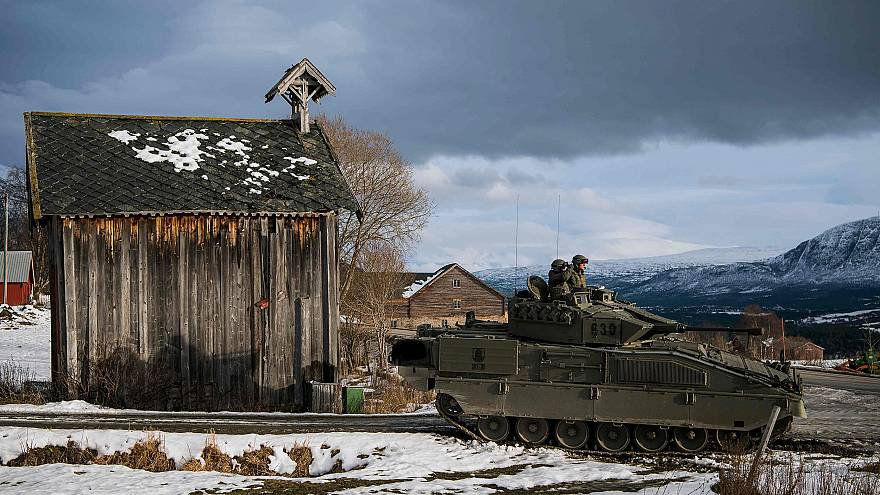 Image: Spanish soldiers in a Pizarro tank as part of the Trident Juncture 2