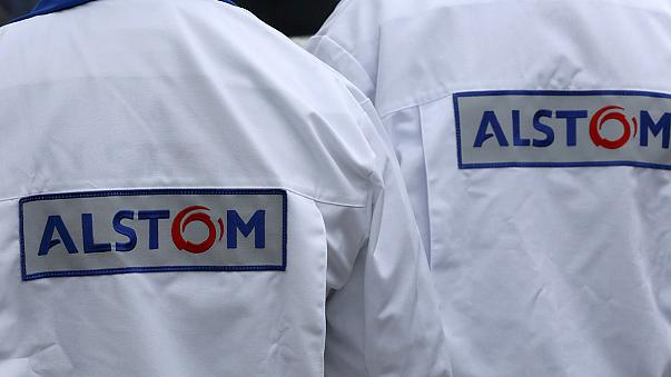 Francia: il governo acquista 15 TGV per salvare Alstom