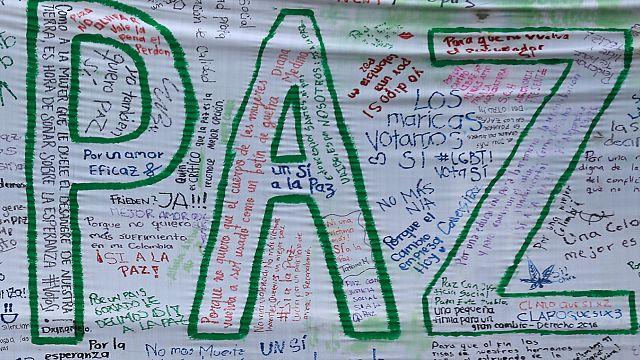Colômbia: Governo regressa à mesa das negociações para tentar salvar acordo de paz