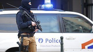Brüksel'de polise bıçaklı saldırı, terörle mücadele savcıları devrede