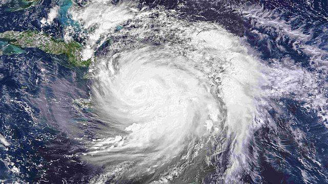 الإعصار ماثيو يخلف قتلى لدى مروره في بلدان خليج الكاريبي