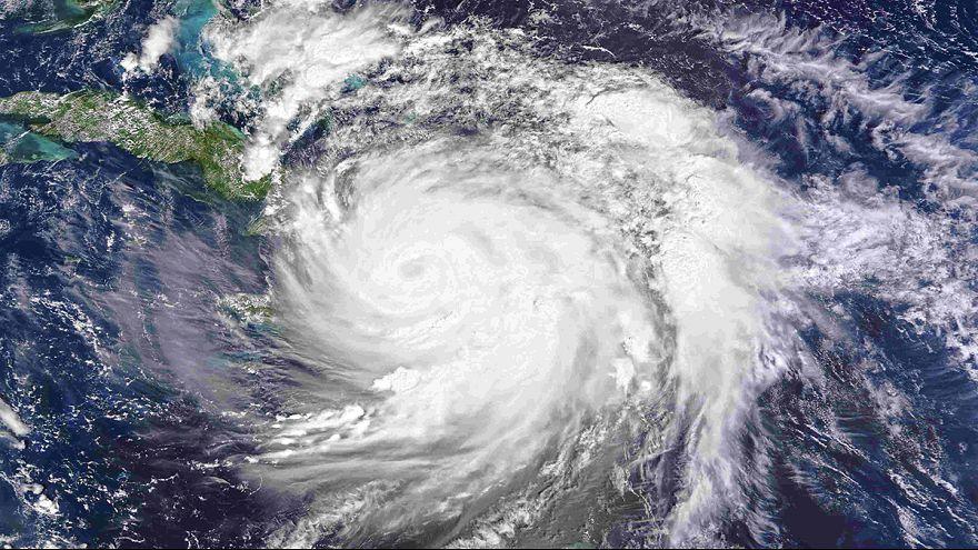 Matthew powers towards Bahamas and Florida