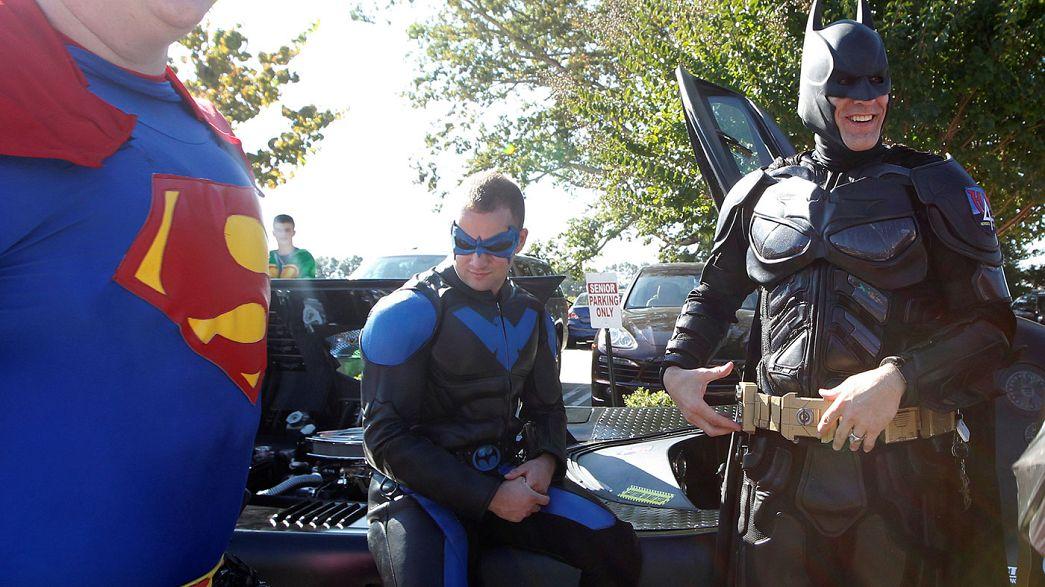 Sparatoria nella scuola in South Carolina, i supereroi al funerale di Jacob