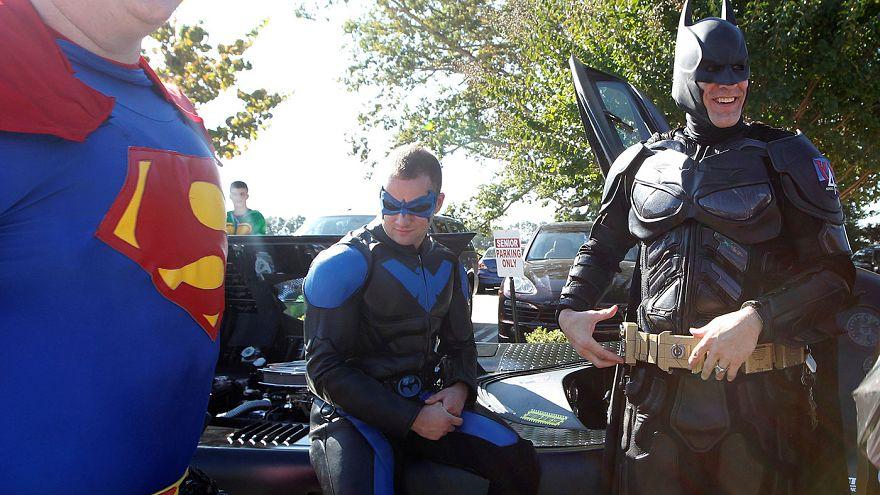 Un funeral de superhéroes para el niño estadounidense muerto por disparos en una escuela de Carolina del Norte