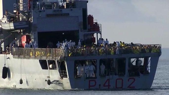 Akdeniz'de kurtarılan yüzlerce mülteci Sicilya'ya ulaştı