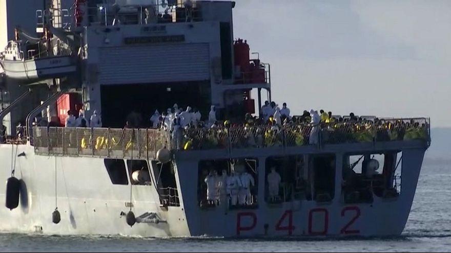 Italie : Les garde-côtes débarquent les milliers de migrants secourus depuis 48h
