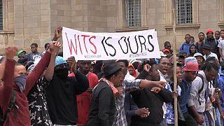 Nouveaux heurts entre policiers et étudiants à Johannesburg [no comment]