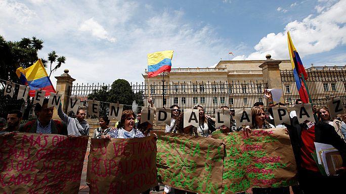 Kolombiya'da binlerce kişi barış için sokakta