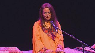 Proibida de cantar no Irão, Parissa dá concerto raro em Londres