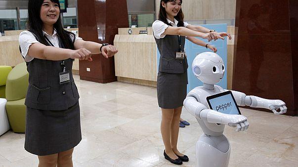 """روبوتات """" بيبر """" الصغيرة تدخل سوق العمل في تايوان"""