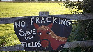 Britische Regierung genehmigt umstrittene Fracking-Bohrungen