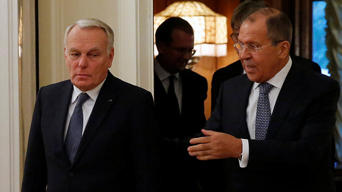 """Ayrault dénonce à Moscou """"le déluge de feu"""" sur Alep"""
