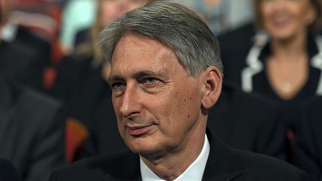 UK's Hammond woos Wall Street, pound remains weak