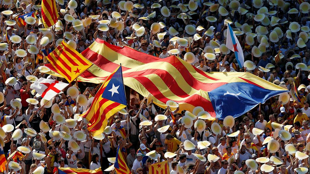 Catalogna, ok del parlamento per un referendum sull'autodeterminazione a settembre 2017