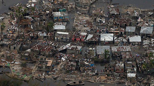 """Гаити: острая нехватка воды и медикаментов после удара """"Мэтью"""""""