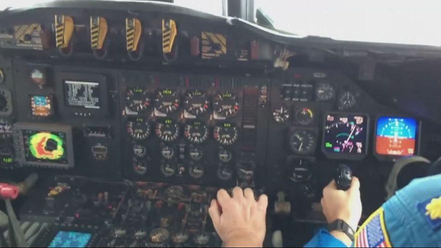 USA: un aereo nell'occhio dell'uragano Matthew