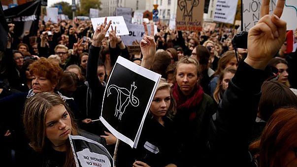 State of the Union: Μεγάλη νίκη των γυναικών η απόρριψη του νόμου κατά των εκτρώσεων στην Πολωνία