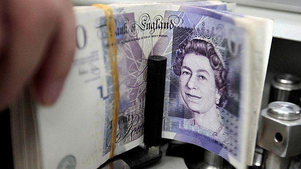 Британский фунт упал до минимума за 31 год