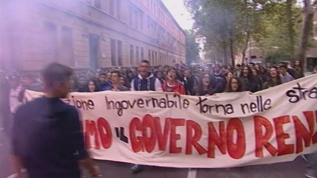طلبة الثانوية في إيطاليا يتظاهرون احتجاجا على إصلاحات الحكومة في نظام التعليم