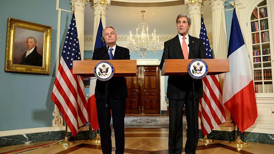 """John Kerry: Rússia e Síria cometeram """"crimes de guerra"""""""