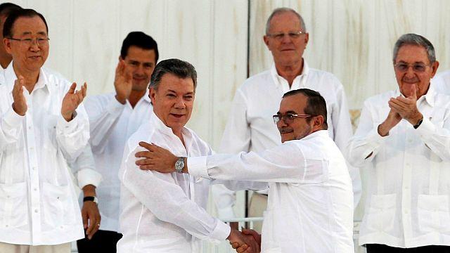 Kolombiya'da referandumun üzdüğü barış yanlılarını Nobel umutlandırdı