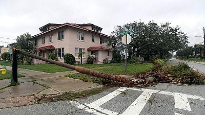 Stati Uniti: l'uragano Matthew, ora meno potente, investe Florida e Georgia