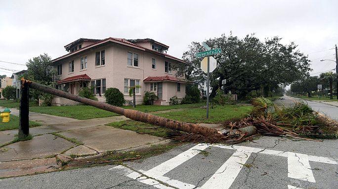 Şiddeti azalan Matthew Kasırgası ABD kıyılarını vurmaya devam ediyor