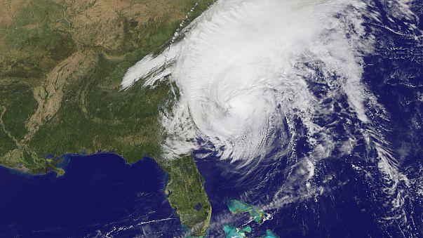 الإعصار ماثيو يواصل تقدمه ويهدد بالتسبب في حصول فياضانات مدمرة