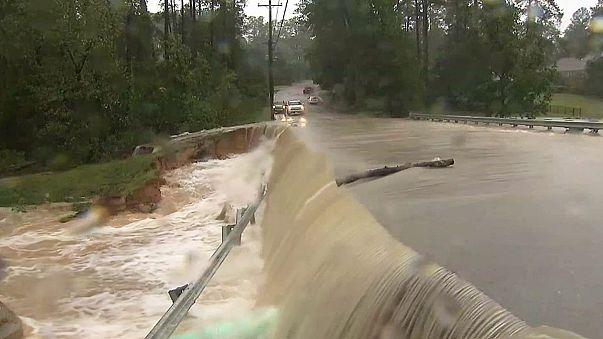 Matthew pierde fuerza en EEUU y se convierte en ciclón post tropical