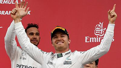 Rosberg gana en Japón y acaricia el título