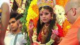 Bangladeş'te Kumari Puja seremonisi
