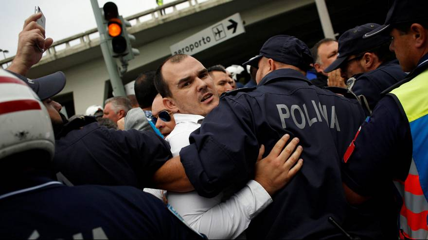 Portugal: Taxi drivers protest against Uber