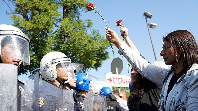 Turquia: Manifestação reprimida no aniversário de atentado