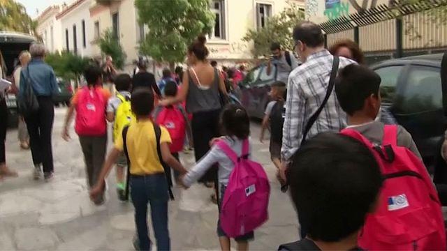 Görög iskolába indult több száz menekült kisdiák hétfőn