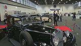 Старинные автомобиле на пике моды