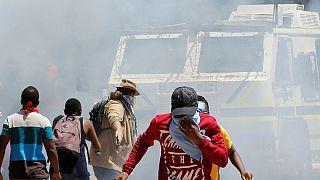 Güney Afrika'da öğrenciler polisle çatıştı