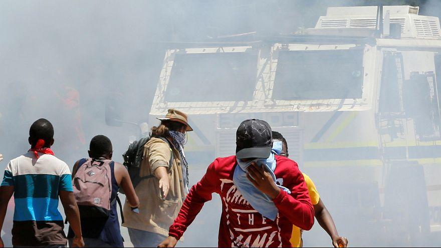 مواجهات بين طلبة الجامعات والشرطة في جنوب افريقيا