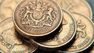 Regno Unito: continua il calo della sterlina, timori per import e consumi