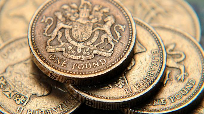 İngiltere: Sterlin'deki değer kaybı sürüyor