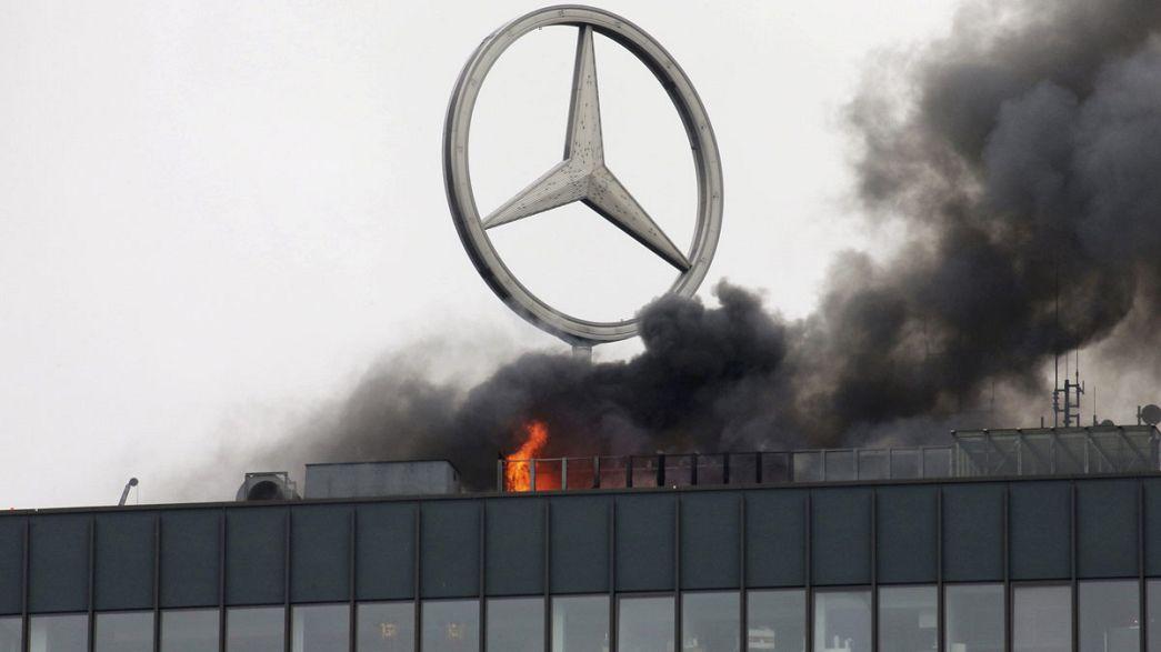 Rauchwolken über Berlin: Feuer im Europacenter