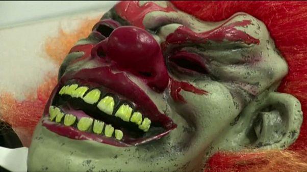 Злые клоуны шагают по планете