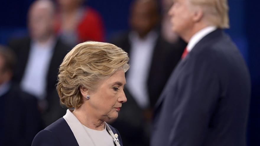 Clinton com liderança sólida na maioria das sondagens