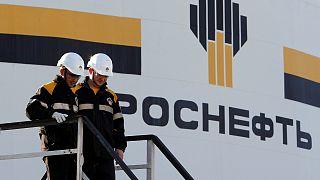 Aramco y Rosneft se observan a distancia en las negociaciones para reducir la producción de crudo