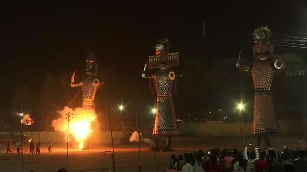 Índia: A chama do demónio Ravana em Dussehra