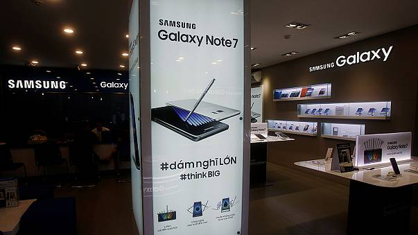 Da brennt das Telefon: Gewinnwarnung bei Samsung