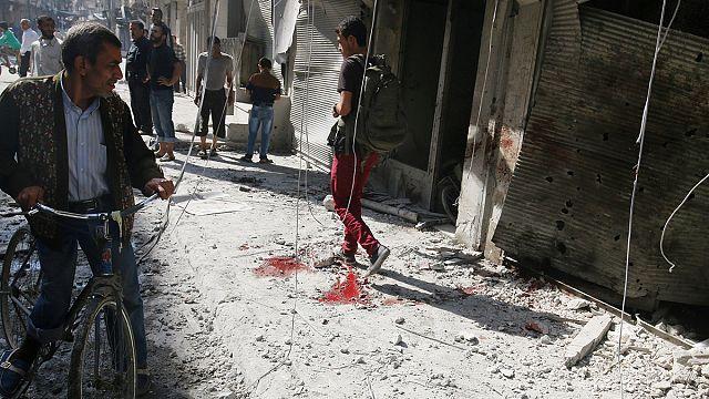 Aleppo sotto le bombe, decine di morti. Esercito avanza verso Hama