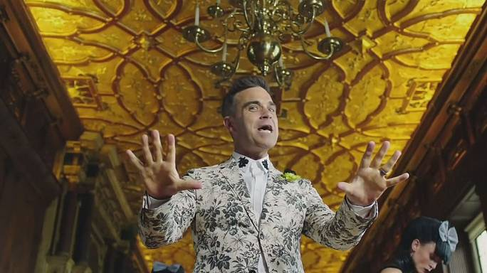 """Party like a Russian"": Robbie Williams causa polémica na Rússia"