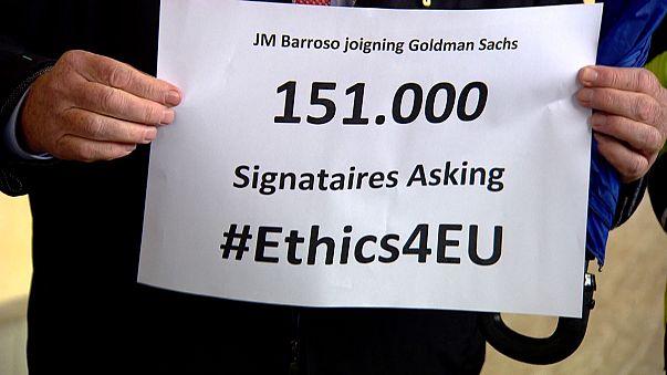 Barroso 'Goldman Sachs' petition handed to EU officials